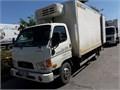 işi hazır migrosta calışmakta olan kamyon